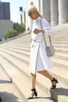 Pin for Later: 30 Outfits So You'll Never Sweat What to Wear to Work in the Summer Again When less is more — stick to a minimalist palette and crisp silhouettes. Modest Summer Fashion, Summer Fashion For Teens, Summer Fashion Outfits, 30 Outfits, Summer Work Outfits, Office Outfits, Fresh Outfits, Trendy Outfits, Nyfw Street Style