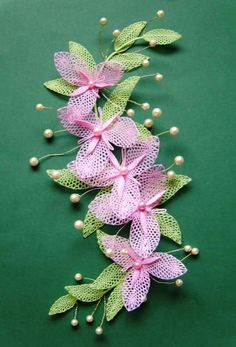This Pin was discovered by Ser Needle Lace, Bobbin Lace, Lace Flowers, Crochet Flowers, Lace Art, Lacemaking, Lace Jewelry, Lace Patterns, Handmade Flowers