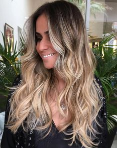 Perfect Ways to Get Beach Waves in Your Hair Long Beach Waves For Ombre HairLong Beach Waves For Ombre Hair Beachy Waves Long Hair, Easy Beach Waves, Beach Curls, Curls For Long Hair, Beach Wave Hair, How To Beach Wave, Long Curled Hair, Easy Waves, Wand Hairstyles