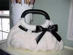 Free Ravelry knitting pattern...might just be enough to get me over my fear of cables...I LOVE this bag!