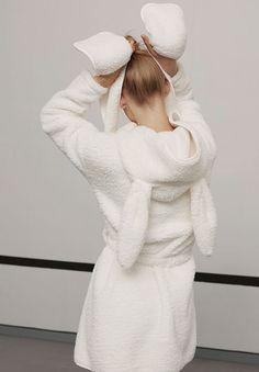 EDITORIAL - Dream It - Tendencias AW 2016 en moda de mujer en Oysho online: ropa interior, lencería, ropa deportiva, pijamas, moda baño, bikinis, bodies, camisones, complementos, zapatos y accesorios. Boho Fashion, Skirt Fashion, Fashion Outfits, Toyota Girl, Cosy Outfit, Bella Hadid Outfits, Kawaii Clothes, Pyjamas, Girly Girl