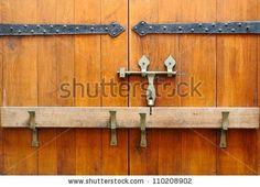 stock-photo-closed-medieval-wooden-door-110208902.jpg (450×325)