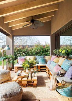 00462278. Porche con sofás y mesa de centro realizados con palés 00462278
