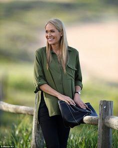 Erika Heynatz.. #chiccomfort #bumpstyle
