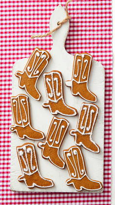 Make These Gingerbread Cowboy Boot Cookies for a Ranch-Inspired Holidaythepioneerwoman Christmas Treats For Gifts, Christmas Goodies, Christmas Desserts, Christmas Recipes, Cookie Desserts, Cookie Recipes, Pioneer Woman Recipes, Pioneer Women, Royal Icing Decorations