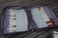 la trousse de Giniew Knitting Bags, Knitting Needles, Knitting Needle Storage, Needle Case, Pouch, Wallet, Handicraft, Projects To Try, Container