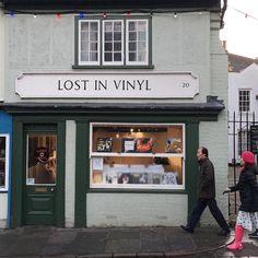 #lostinvinyl #recordshop #cambridge ... Listen to the #nearperfectpitch weekly #music #podcast ... #vinyl #vinyljunkie #lp #records #audiophile #stereophile #indie #alternative #shoegaze #britpop #punk #postpunk #newwave #madchester #nme #c86 #goth #radio #itunespodcast #googleplay #ckcufm #bandcamp #pledgemusic #peelsessions