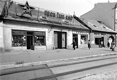 FOTO: Takto to vyzeralo na Obchodnej ulici v roku 1986 | Bratislavské noviny Bratislava, Socialism, Prague, Old Photos, Louvre, Building, Nostalgia, Memories, Times