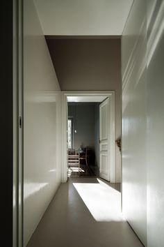 Monteverde Vecchio Apartment (Rome 2011) designed by Sicilian architect Antonino Cardillo. Photography by Antonino Cardillo.