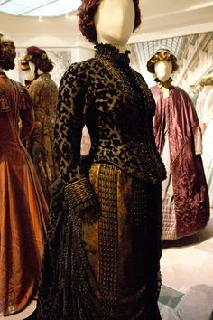 Gemeentemuseum the Hague exhibition on 19th century fashion - Victorian Dress silk and velvet 1885