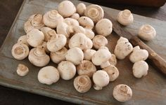 If you're a mushroom lover, this post is for you! You will learn step by step how to freeze mushrooms so you have them all year long. Can You Freeze Mushrooms, Freezing Mushrooms, Freezing Vegetables, Canned Food Storage, Freezer Meals, Freezer Recipes, Food Hacks, Stuffed Mushrooms, Frozen