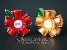 Need a little summer or fall birthday gift? The Hersheys Rolos Flower is just the perfect thing. On its own, the Rolos Flower makes a great favor or small gift. Make three and put them in the matchin Fall Birthday, Birthday Box, Birthday Gifts, Birthday Ideas, Craft Gifts, Diy Gifts, 3 D, Origami, Packaging Box