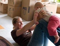 ¡Juega con tu bebé para estimularlo! En este artículo te daremos algunos de cómo hacerlo según la edad del niño.