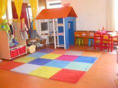 Just an idea: verkleedkast op wielen. Speelhuisje gemaakt van ivar kast ikea. Kindergarten, School Design, Girl Room, Playroom, Homeschool, Kids Rugs, Ikea Ideas, Baby, Home Decor