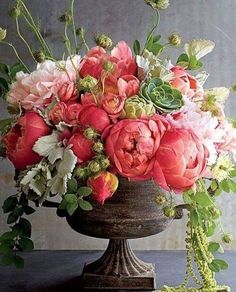 Beautiful flower arrangements Asher Socrates by As. - Beautiful flower arrangements Asher Socrates by As. Spring Flower Arrangements, Beautiful Flower Arrangements, Floral Centerpieces, Spring Flowers, Beautiful Flowers, Peony Arrangement, Peonies Centerpiece, House Beautiful, Fresh Flowers