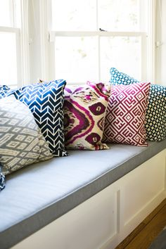 Beautiful colors for my living room! Window Seat Cushions, Window Benches, Window Seats, My Living Room, Home And Living, Living Spaces, New Room, Decoration, Family Room