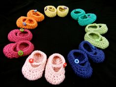 Crochet Mary Jane shoes for American Girl Dolls.  Free pattern