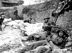 Wounded Canadian soldiers await evacuation from Juno Beach in the Normandy region of France on D-Day, June 1944 Canadian Soldiers, Canadian Army, British Army, D Day Photos, D Day Normandy, Royal Canadian Navy, Juno Beach, D Day Landings, Man Of War
