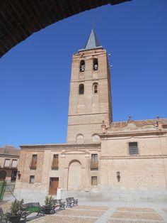 Torre desde un soportal de la Plaza de San Nicolàs