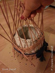 Доброго времени суток дорогие рукодельницы!!!! По просьбам желающих  подготовила Вам мастер класс по созданию домика из бумажных трубочек. Постараюсь доходчиво все объяснить, если что-то будет непонятно задавайте вопросы. фото 9 Newspaper Crafts, Diy Projects To Try, Basket Weaving, Fiber Art, Wicker, Diy And Crafts, 3d Origami, Knitting, Papercraft