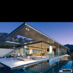 I would be a happy girl living in this house in one of my favourite cities in the world: Cape Town!!