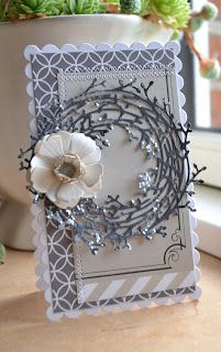 Card single big flower wreath silver white grey - Kort *Memorabilia* - Picturing the World blomsterbox glitter gitte