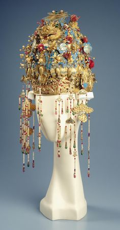 Headdress and hair ornaments Chinese Emperor, Chinese Clothing, Chinese Culture, Art Plastique, Headgear, Chinese Style, Headdress, Hair Pins, Style Inspiration