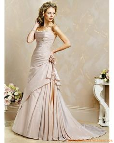 Robe A-ligne en satin ornée de  broderies robe de mariée