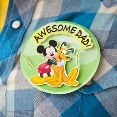 Let Dad know how much he means to you by giving him one of Mickey's fun Father's Day buttons.