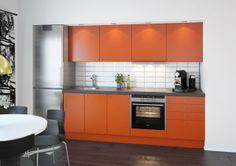 Klarer ikkje heilt å slå frå meg dette kjøkkenet. Litt farge i alt det grå. :D