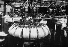 """photos-de-france: """" Industrie textile, une forme de peigneuse dite peigneuse noble, France, 1900s. """""""