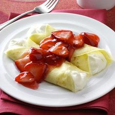 Need crepes recipes? Get great tasting desserts with crepes recipes. Taste of Home has lots of delicious crepes recipes including french crepes, strawberry crepes, and more crepes recipes and ideas. I Love Food, Good Food, Yummy Food, Breakfast Time, Breakfast Recipes, Brunch, Crepe Recipes, The Best, Cupcake