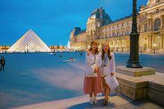 Instagram의 은영님: #paris #파리여행 #야경투어 #루브르박물관 #하루삼만사천보 #미친걸음수 #발바닥사라짐 #행군 #야간행군 #끝없음 장구글은 길을 잘찾는다 장안내는 장소안내를 잘해준
