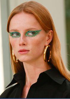 Punk Rock Prom Queens - runway–report: Details at Valentino RTW S/S 2019 Makeup Inspo, Makeup Art, Makeup Inspiration, Beauty Makeup, Eye Makeup, Hair Makeup, Makeup Geek, Makeup Ideas, Crazy Make Up