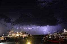 Fikse onweersbuien en veel regen op #Terschelling in de nacht van van op 13 augustus 2014. Sytse Schoustra maakte deze aparte foto van inslagen achter ms Tiger @rederijdoeksen