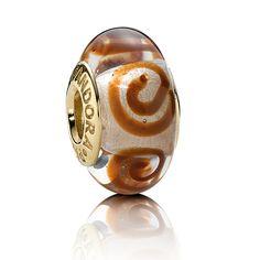 Nuevos joyas de Pandora: Charm en oro y cristal de Murano naranja