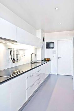DEPOIS - Cozinha : Cozinhas modernas por Germano de Castro Pinheiro, Lda