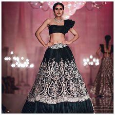 Do you want to look like those divas in Manish Malhotra lehenga Designs? Find handpicked some of the best Manish Malhotra Lehengas for your wedding Manish Malhotra Bridal, Manish Malhotra Lehenga, Lengha Choli, Lehenga Blouse, Sabyasachi, Sarees, Designer Bridal Lehenga, Lehenga Designs, Indian Designer Outfits