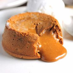 Let me let you in on why making this Molten Dulce de Leche Cake is such a big deal to me. Anyway, I am particularly proud of this cake because molten cakes have always intimidated me Sweet Recipes, Cake Recipes, Dessert Recipes, Healthy Recipes, Molten Cake, No Sugar Foods, Sweet Cakes, How Sweet Eats, Food Videos