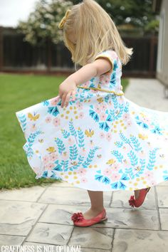 craftiness is not optional - 2 links to dress patterns for making this lovely little girl's dress