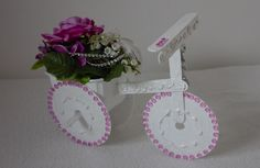 Written tutorial how to create little bike from old CD´s and popsicle sticks.