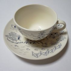 migh-T's original willow pattern cup and saucer.Traditional willow pattern is translated into a very unique conversational print. Perfect for memorial gifts.Made in JapanSize【Cup】w93mm×h61mm【Saucer】w157mm×h26mmbox size/162mm×162mm×90mm