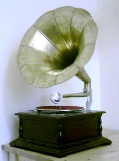 First Music player & recorder - Gramophone - First Technology