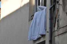 Seen in Arles via @VikingRiver #vikinglongships, the French way to air bed linens