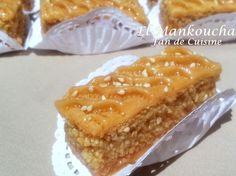 Asalam alykom, bonjour, voici un gâteau très beau et très bon, facile à réaliser, il ressemble à la baklawa mais qu'avec 2 couches, arrosée de miel parfumé à la fleur d'oranger. vous pouvez le faire aux amandes ou aux cacahuètes. Ingrédients: pour 2 plateaux...                                                                                                                                                      Plus