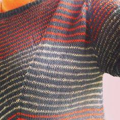 Ulla: Laneway 2. Kjole. Kan strikkes i cotton/Woolf fra garnudsalg. Fine farver.