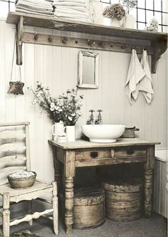 Farmhouse bathrooms use retro rustic styles and modern materials to bring you back to simpler times. Here are a few inspiring examples. #farmhouse #bathroom #farmhousebathroom
