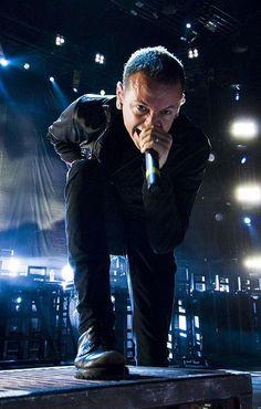 Chester Bennington of Linkin Park Chester Bennington, Charles Bennington, Music Love, Music Is Life, Rock Music, My Music, Chester Rip, Linkin Park Chester, Mike Shinoda