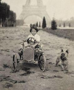 Gloria Vanderbilt: poor little rich girl. The World of Gloria Vanderbilt by Wendy Goodman Vintage Pictures, Old Pictures, Vintage Images, Old Photos, Gloria Vanderbilt, Vintage Dog, Vintage Paris, Vintage Children, Children Toys