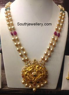 South Sea Pearls Mala with Peacock Pendant - Indian Jewellery Designs Pearl Necklace Designs, Gold Earrings Designs, Gold Jewellery Design, Bead Jewellery, Pendant Jewelry, Beaded Jewelry, Pearl Jewelry, Jewelry Sets, Antique Necklace